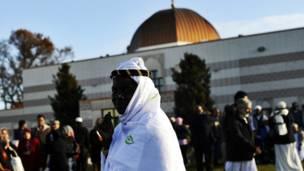 د امریکا ماریلانډ ایالت په سیلور سپرینګ جومات کې مسلمانان د اختر تر لمانځه وروسته.