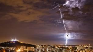 Igreja da Penha na tempestade (Bruno Itan)