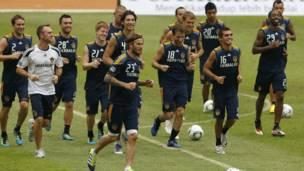"""وأجرى لاعبو فريق """"لوس اجيلز غالاكسي"""" تدريبا قبل المشاركة في مباراة استعراضية مع منتخب اندونيسي"""