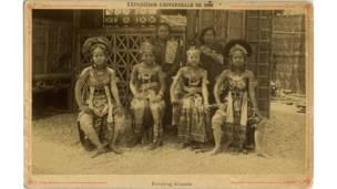Cartão postal com javanesas Kapong na Exposição Universal de Paris de 1889. Foto: grupo de Pesquisas Achac, coleção particular