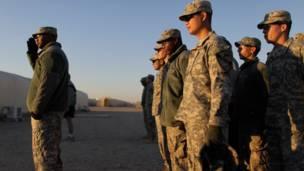Tentara Amerika berbaris di Kuwait