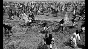Adolphus Opara, Gaggawa, watau The Rush, 2008, daga wajen bikin kamun kifi na Argungu