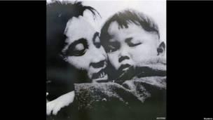 Kim Jong-il cùng người cha Kim Il-sung
