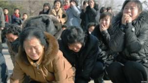 Khóc than Kim Jong-il.