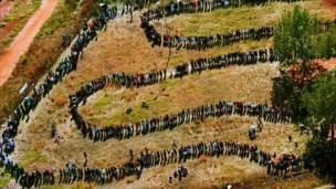 मतदान के लिए कतार (फ़ोटो - एपी)