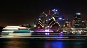 د استرالیا په سیډني ښار کې د نوي کال په ویاړ دودیزه د اورلوبو مېله.