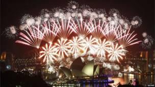 په نړۍ کې ګڼو هېوادونو د ۲۰۱۲ کال لومړۍ ورځ ولمانځله. د استرالیا سیدني ښار.