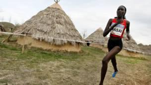 العداءة لينيت مساي (من كينيا)