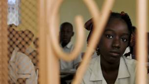 Una estudiante de la Academia para la Paz y la Justicia
