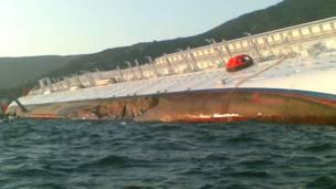 """Пробоина на борту """"Коста Конкордии"""" 30 метров длины"""