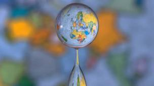 Капля с картой Земли