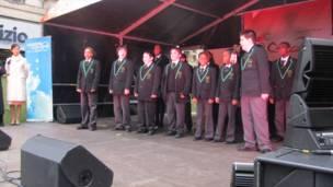 英国小孩唱中文歌