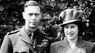 Апрель 1944: принцесса Елизавета со своим отцом, королем Георгом VI