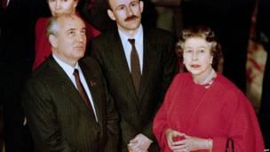 Михаил Горбачев и королева