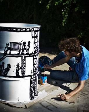فنان يزخرف صندوق قمامة