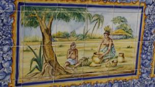 Azulejos en la plaza de la catedral de Malabo