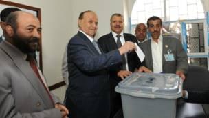 عبد ربه منصور هادي يدلي بصوته في الانتخابات