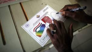 تصويت لعبد ربه هادي في مركز اقتراع بمدينة عدن