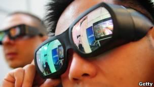 Os óculos que poderiam mudar nossa visão da realidade - BBC News Brasil 910fb4cac9