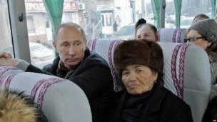 Владимир Путин и жители