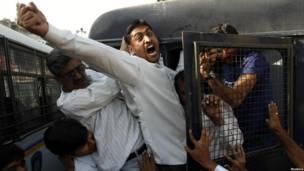 Участник акции протеста в Годхре