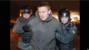 Полиция задерживает Алексея Навального