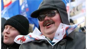 Участники пропутинского митинга в Москве.