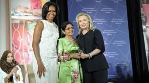هیلري کلنټن او میشل اوباما د مالدیو له انیسه احمد سره،