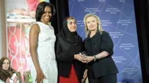 هیلري کلنټن او میشل اوباما د افغانستان له مریم درانۍ سره.