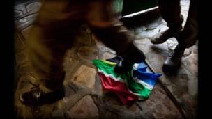 """Imagen de """"Afrikaner Blood"""" Elles van Gelder e Ilvy Njiokiktjien"""