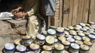 هټیوال وایي چې اوس ټولې خولۍ له پاکستان او چین راوړل کېږي چې د کندهارۍ خولې پر بازار یې خورا اغېز کړی.