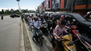 Warga Banda Aceh berbondong-bondong menuju tempat yang lebih tinggi