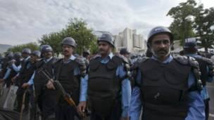 पाकिस्तान सुप्रीम कोर्ट के बाहर तैनात सैनिक