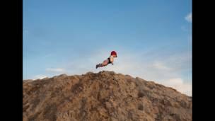 یوې امریکايي عکاسې راچيل هولن خپل څوارلس میاشتنی زوی په ذهن کې الوتونکی انځور کړی دی.