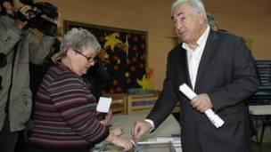 Cựu Giám đốc IMF Dominique Strauss-Kahn bỏ phiếu