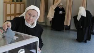 Các nữ tu dòng Benedict bỏ phiếu Rosheim