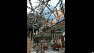 """Модели """"Катти Сарк"""" продаются в музейном магазине."""