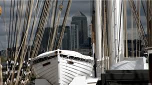 """""""Катти Сарк"""" и Canary Wharf"""