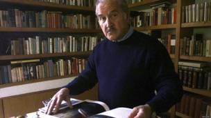 Carlos Fuentes en su casa en San Gerónimo, en Ciudad de México.