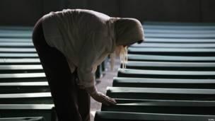 Keluarga korban pembantaian Srebrenica yang dimakamkan kembali