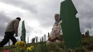 Pemakaman kembali sejumlah warga Sarajevo pada 21 April 2012