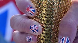 الشعلة الاولمبية تبدأ رحلتها حول بريطانيا