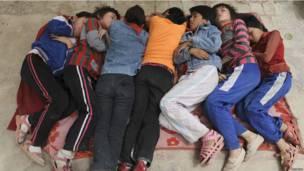 Школьники-уйгуры в Китае