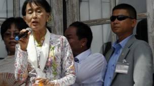 Bà Suu Kyi phát biểu với kiều dân Miến Điện