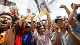 Kiều dân Miến Điện chào đón bà Suu Kyi