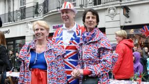 女王鑽禧倫敦街頭聚餐會穿國旗服裝者
