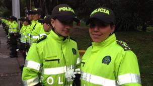 """Mujeres policías en la marcha """"Ni una más, nunca más"""", Bogotá, Colombia"""