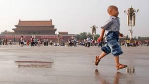 点评中国:民主制局限不能证明专制体制优越