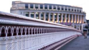 """جسر بلاكفريرز"""