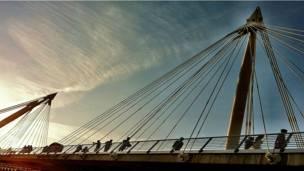"""""""جسر هانغرفورد"""""""